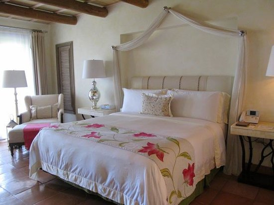 The St. Regis Punta Mita Resort: Bedroom w/king bed