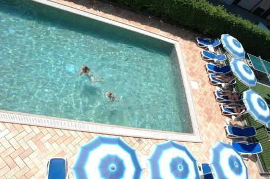 Hotel Garni Villa Magnolia: Schwimmbad Piscina Pool VIlla Magnolia