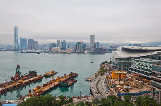 The Harbourview Hong Kong: Ausblick Richtung Kowloon vom Zimmer im 18. Stock