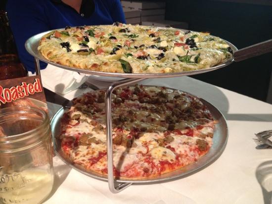 Cheesy Lees Amazing Pizza: pesto pizza!