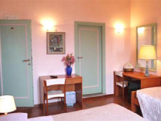 Villa Le Scalette : triple room with a view