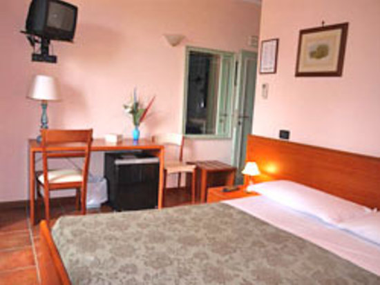 Villa Le Scalette : double bedroom with a view