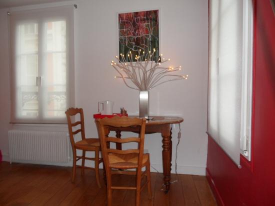 Couleurs Paris: Antique table in Red Room