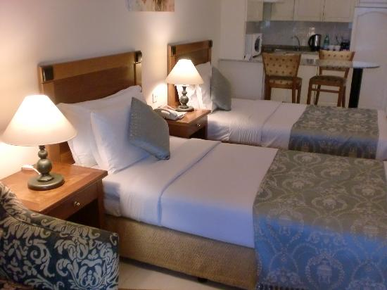 Savoy Park Hotel Apartments: Spacious room