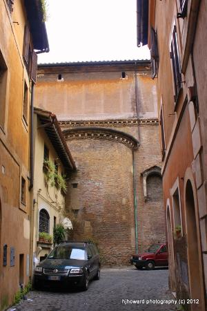 Hotel Antico Borgo di Trastevere: Cute. the building next door is dated 1668!