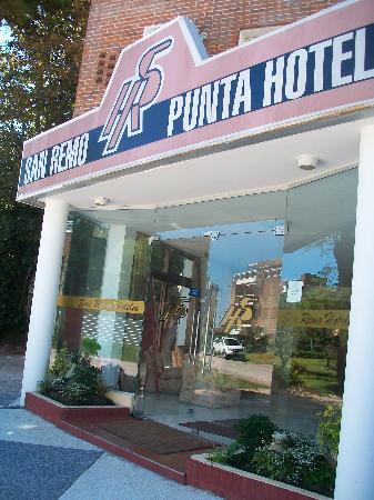 San Remo Punta Hotel : entrada del hotel