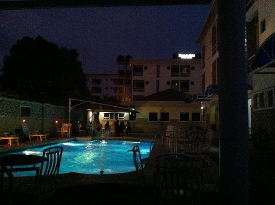 Randekhi Royal Hotel: vista notturna