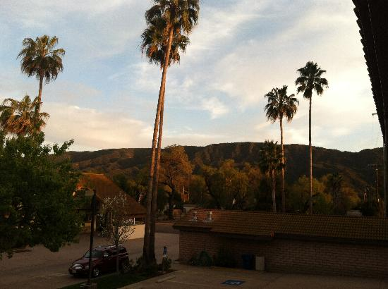 Casa Ojai Inn: morning view from room 222 overlooking pool