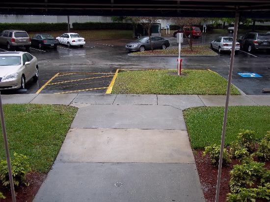 Grande Villas Resort: Parking Area