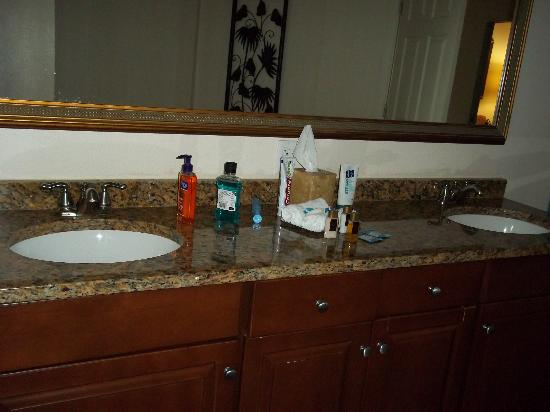 Grande Villas Resort: His n Hers Faucets