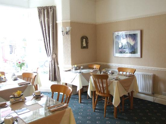 Sandon Guest House: Dining room