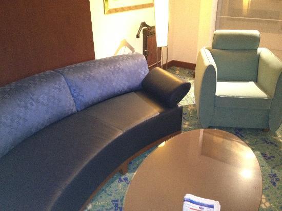 Radisson Blu Hotel, Riyadh : leather coach not very comfortable