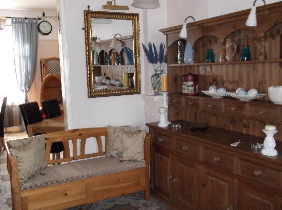 Carmel Hotel: Foyer