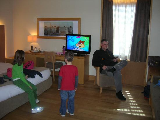 Domotel Les Lazaristes: Kids liked big TV's