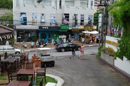 Diamond Cottage Resort & Spa : хороший массажный салон за голубой дверью