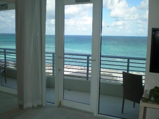 Grand Beach Hotel : Room 737 balcony