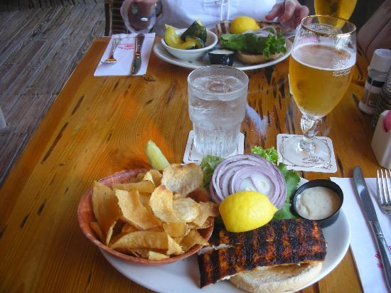 Dolphin Bar & Shrimp House : Dolphin sandwich