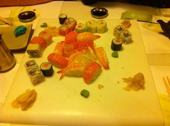 Ocha Sushi: le plat de 54 pièces, déjà bien entamé!