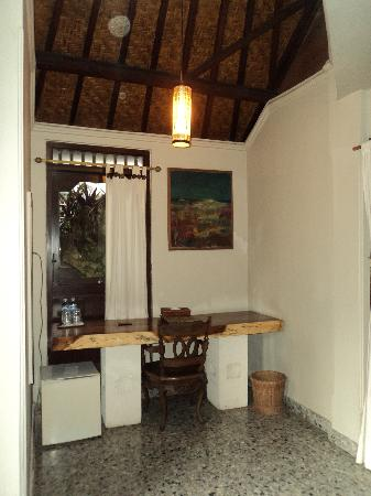 Taman Harum Cottages: desk