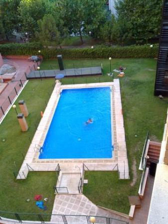 Hotel Mirador de Chamartin : Piscina a mezzo con altri palazzi