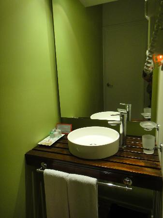 Didi Soho Hotel: Separate sink area