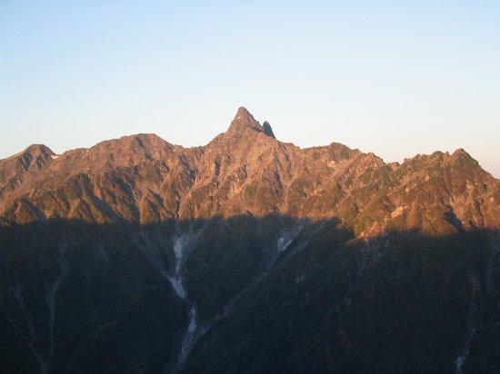Prefectura de Nagano, Japón: 大天井岳からみた朝焼けに染まる槍ヶ岳(牛首展望台)