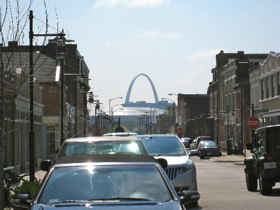 Crown Candy Kitchen: View of the Arch from Crown Candy!