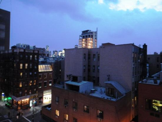Comfort Inn Lower East Side: Evening view