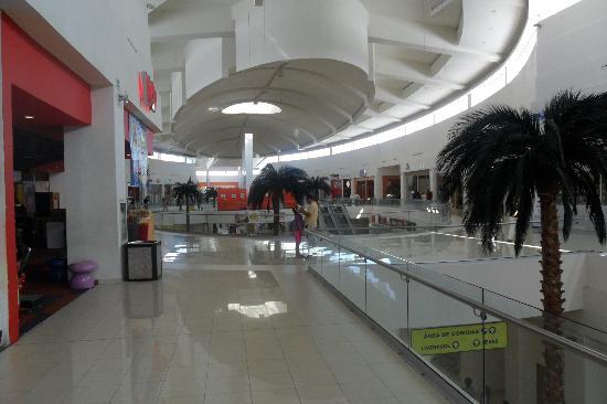 Krystal Urban Ciudad Juarez: the mall