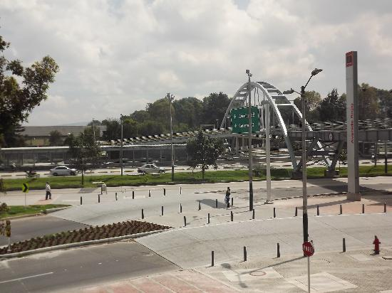 Holiday Inn Bogota Airport : View from the front entrance of the street.