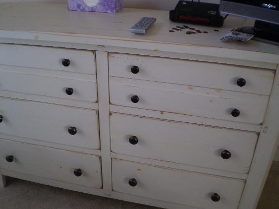 Gardens At Beachwalk: Stains on bedroom dresser