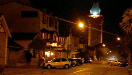 Hotel Sirenuse: Vista del Hotel en una noche de marzo