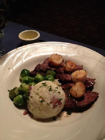 Cornish Manor Restaurant: beef medallions with seared scallops
