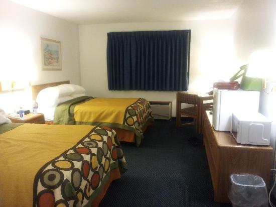 Super 8 St. James: Ground floor regular room