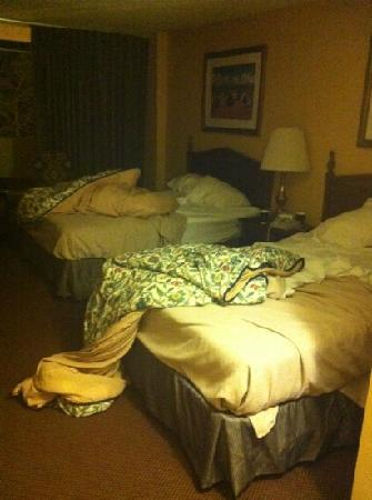 The Springs Hotel & Spa : this was our room when we 1st walked in! refused to give us new room. offered sheets 4 us to cha