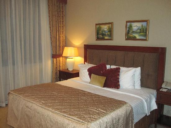 Royal Ascot Hotel: Bed