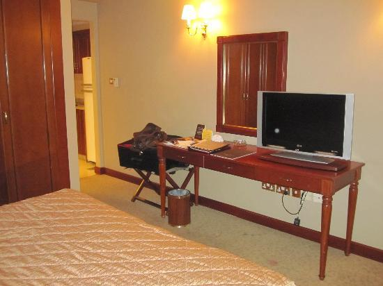 Royal Ascot Hotel: TV