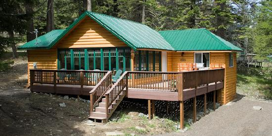 Wallowa Lake Resort: Luxury Homes and Cozy Cabins