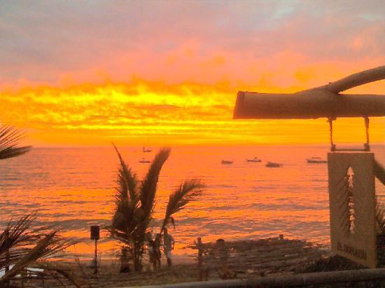 Mahi Beach House: SunSets @ El Dorado