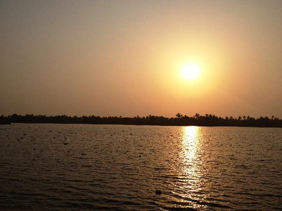 The Pamba Heritage Villa: Sunset in Backwaters