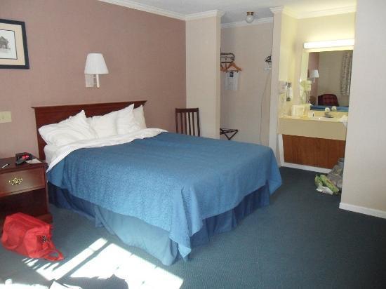 Quality Inn at Quechee Gorge: Room