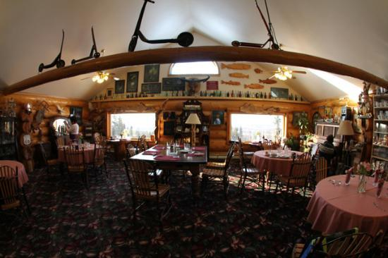 A Taste of Alaska Lodge: Main floor of the lodge