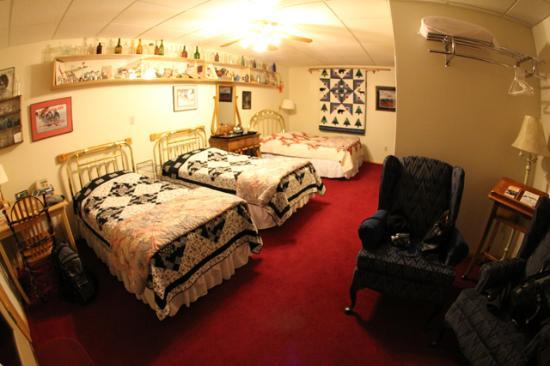 A Taste of Alaska Lodge: Room #6, Triple Room