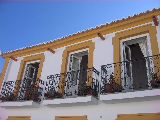 Calcada Guesthouse : Balcony Rooms