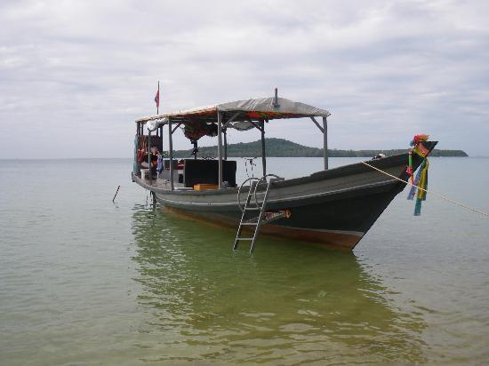 Adventure Charters Cambodia Day Trips: The tour boat... Comfotable ride with great viewing