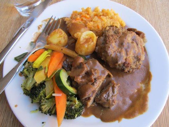 Kaffistova: Reindeer patties w brown gravy & veggies