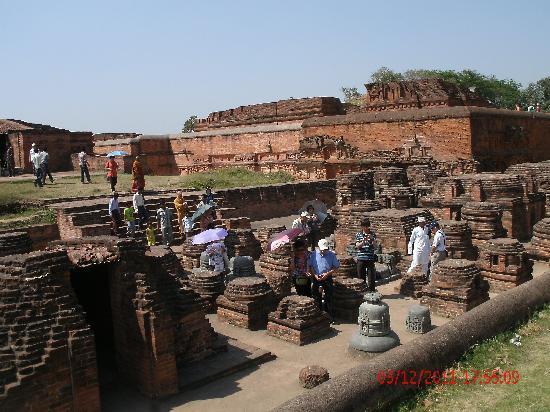 Bodhgaya Multimedia Museum: Rest. Ruinen der Universität von Nalanda
