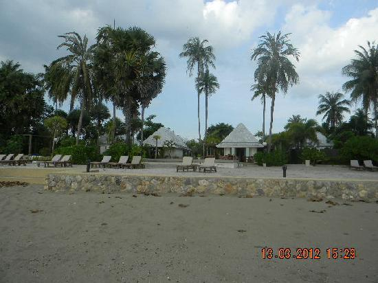 The Beach Boutique Resort: View of Resort from the beach