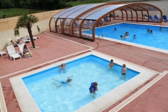 Camping L'escapade: la piscine et son abri retractable