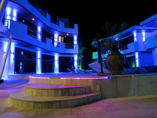 Beluga Boutique Hotel: Night view